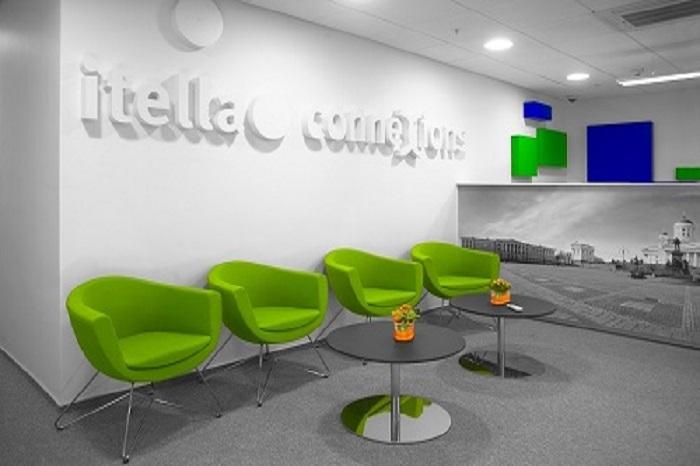 Стеклянные раздвижные перегородки в офисе Itella Connexion