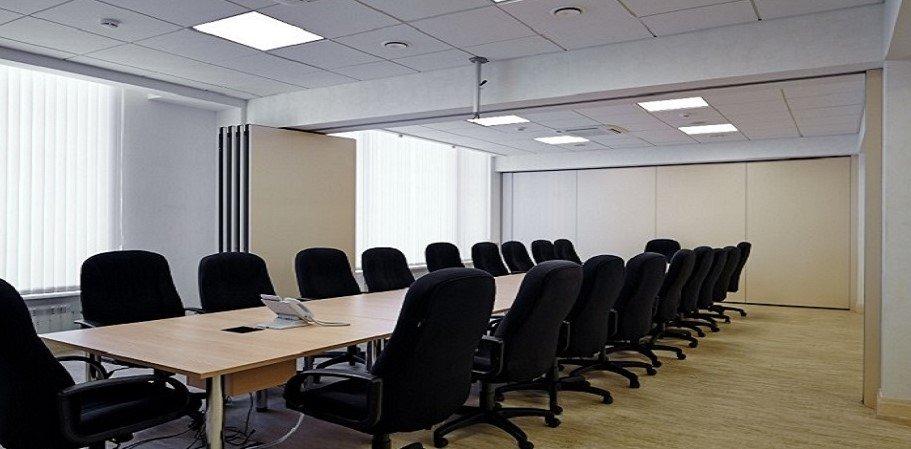 Раздвижные перегородки в конференц-зале