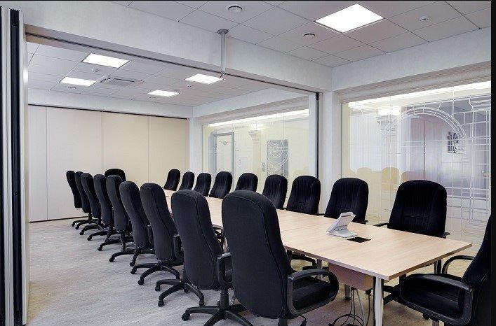 Трансформируемые перегородки в конференц-зале 1С