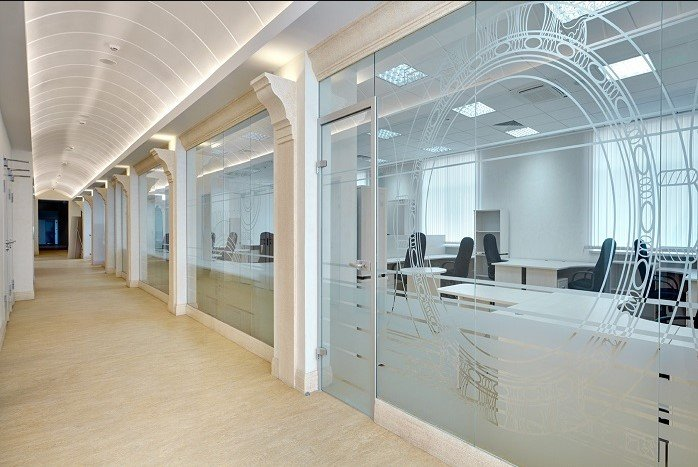 Раздвижные стеклянные перегородки для переговорных комнат