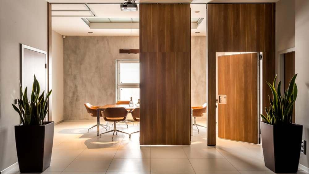 Дизайн квартиры глухими перегородками SmartWall с дверью