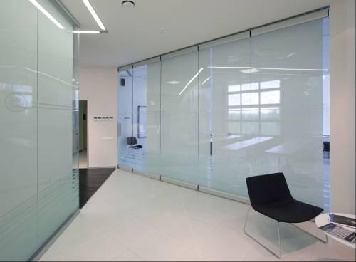 Раздвижные стеклянные перегородки матированное стекло
